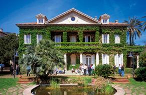 Business-School,-University-of-Navarra.png