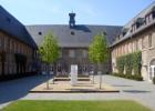 EBS_Business_School_Innenhof.png